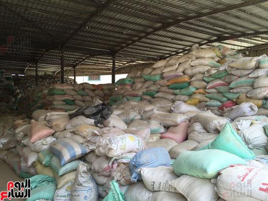 ضبط 1055 طن أرز احتكرها التجار قبل رمضان (5)