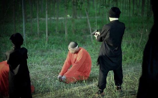 أطفال-داعش-يعدمون-سوريين-(1)
