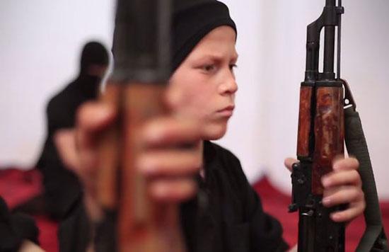 أطفال-داعش-يعدمون-سوريين-(2)