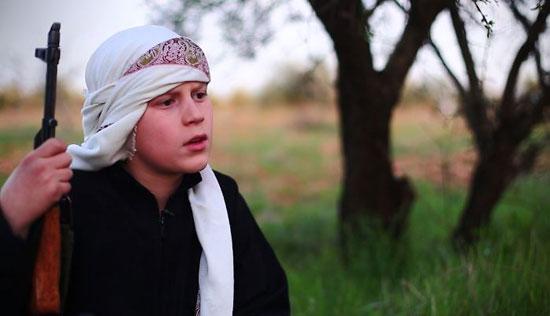 أطفال-داعش-يعدمون-سوريين-(4)