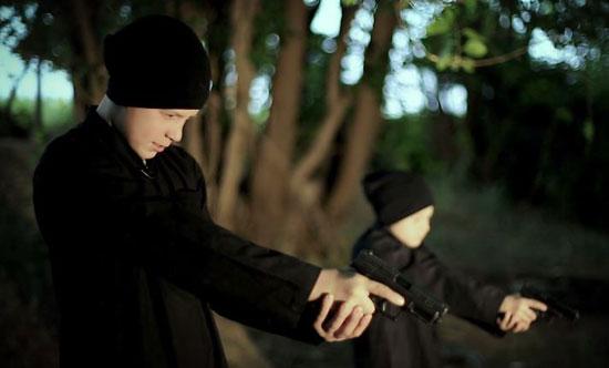 أطفال-داعش-يعدمون-سوريين-(5)