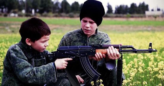 أطفال-داعش-يعدمون-سوريين-(7)