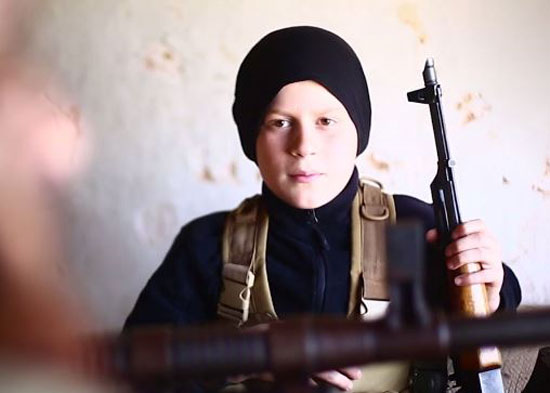 أطفال-داعش-يعدمون-سوريين-(8)