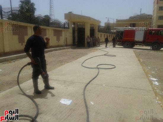 اشتعال حريق بمخزن مدرسة شهيد رياض بكفر الشيخ (3)