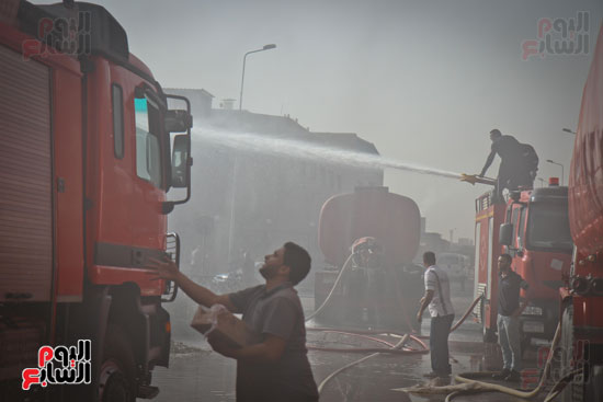 حريق مخزن بلاستيك (2)
