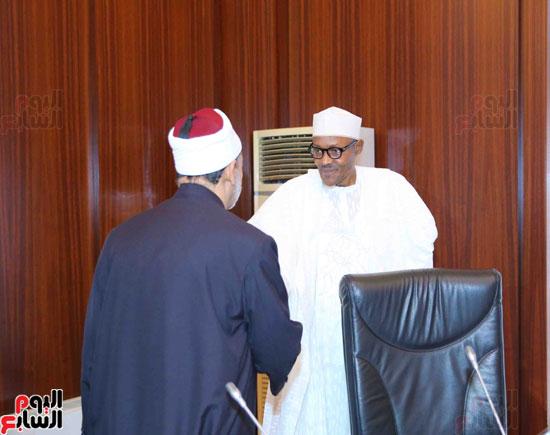 الرئيس النيجيرى لشيخ الأزهر زيارتكم فخر لنا ونقدر جهودكم لنشر الوسطية (1)