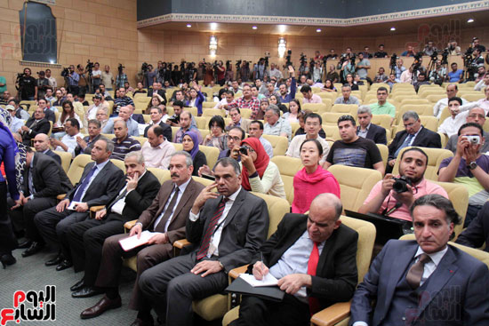 مؤتمر صحفى لوزير الطيران (1)