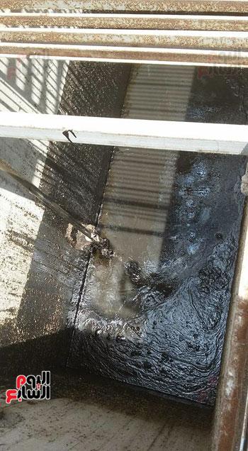أعمال شفط المازوت من آبار الصرف الصحى بالمحلة (3)
