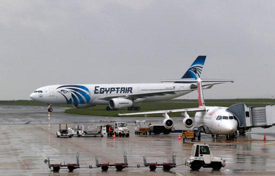 أخر صور للطائرة المصرية المنكوبة (2)