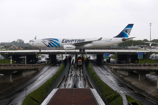 الطائرة المصرية المنكوبة بمطار شارل ديجول (1)
