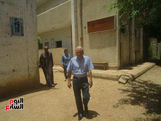 رئيس مدينة إسنا يحيل المتغيبين بوحدة النجوع الصحية للتحقيق (1)