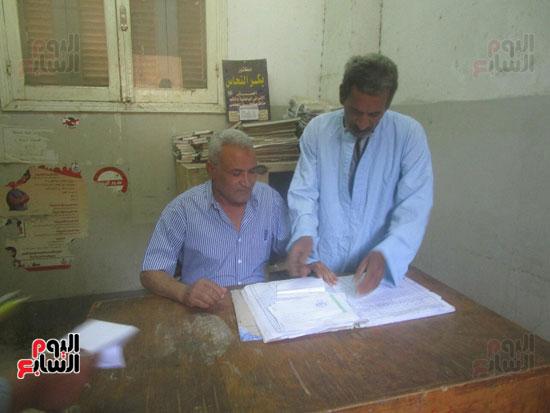 رئيس مدينة إسنا يحيل المتغيبين بوحدة النجوع الصحية للتحقيق (2)