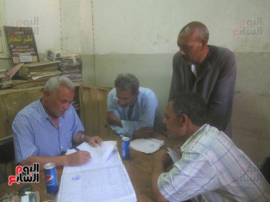 رئيس مدينة إسنا يحيل المتغيبين بوحدة النجوع الصحية للتحقيق (3)