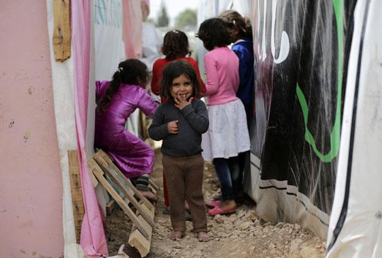 أطفال سوريا فى لبنان بين المدارس والقبور وانتظار الفرج  (1)