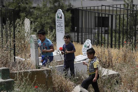 أطفال سوريا فى لبنان بين المدارس والقبور وانتظار الفرج  (18)