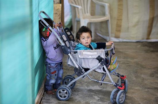 أطفال سوريا فى لبنان بين المدارس والقبور وانتظار الفرج  (9)
