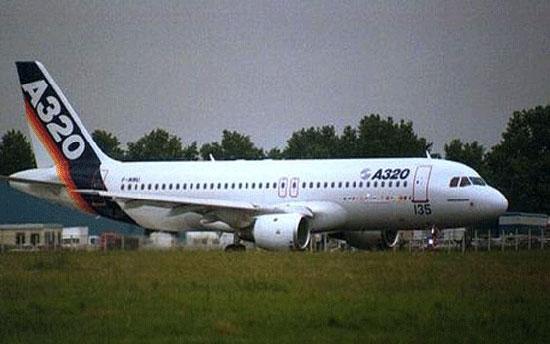 طائرة إيرباص A320 (4)