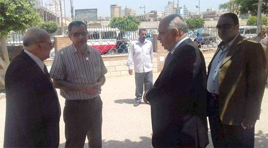 زيارة مفاجئة لرئيس جامعة الزقازيق لأعمال صيانة المركز الثقافى الاجتماعى (1)