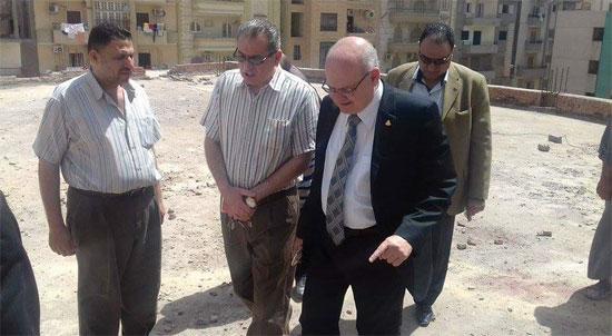 زيارة مفاجئة لرئيس جامعة الزقازيق لأعمال صيانة المركز الثقافى الاجتماعى (2)