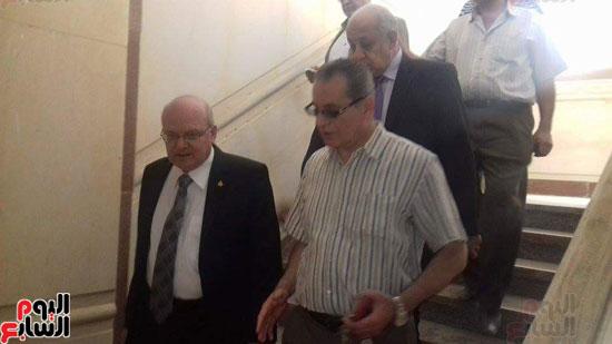 زيارة مفاجئة لرئيس جامعة الزقازيق لأعمال صيانة المركز الثقافى الاجتماعى (4)