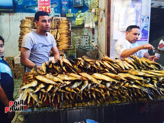 تزايد إقبال أهالى البحيرة على شراء الفسيخ والرنجة (2)