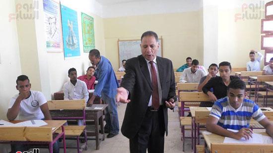 سكرتير عام محافظة جنوب سيناء ووكيل وزارة التربية والتعليم يتفقدوا لجان الامتحانات (1)