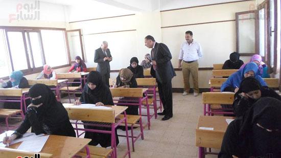 سكرتير عام محافظة جنوب سيناء ووكيل وزارة التربية والتعليم يتفقدوا لجان الامتحانات (2)