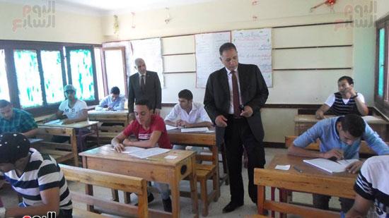 سكرتير عام محافظة جنوب سيناء ووكيل وزارة التربية والتعليم يتفقدوا لجان الامتحانات (4)