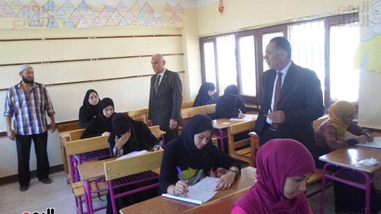 سكرتير عام محافظة جنوب سيناء ووكيل وزارة التربية والتعليم يتفقدوا لجان الامتحانات (5)