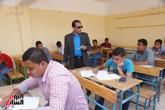جولة وكيل وزارة التربية والتعليم بالسويس على لجان الامتحانات (1)