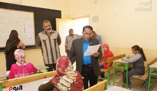 جولة وكيل وزارة التربية والتعليم بالسويس على لجان الامتحانات (2)