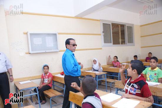 جولة وكيل وزارة التربية والتعليم بالسويس على لجان الامتحانات (3)