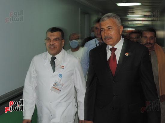 زيارة مدير أمن الغربية لمستشفى سرطان الأطفال (10)