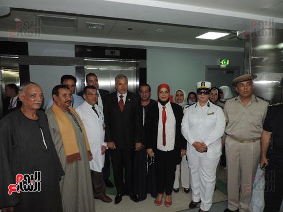 زيارة مدير أمن الغربية لمستشفى سرطان الأطفال (11)