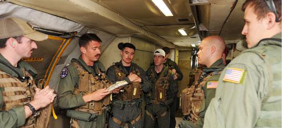 البحرية الأمريكية المشاركة فى البحث عن حطام الطائرة المصرية  (1)