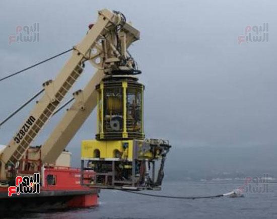 صورة الروبوت rov قبل بحثه عن الصندوق الأسود للطائرة المنكوبة بالبحر (2)