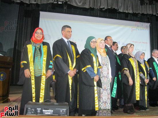 وزير التعليم العالى يكرم رؤساء جامعة بنى سويف السابقين (5)