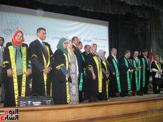 وزير التعليم العالى يكرم رؤساء جامعة بنى سويف السابقين (6)