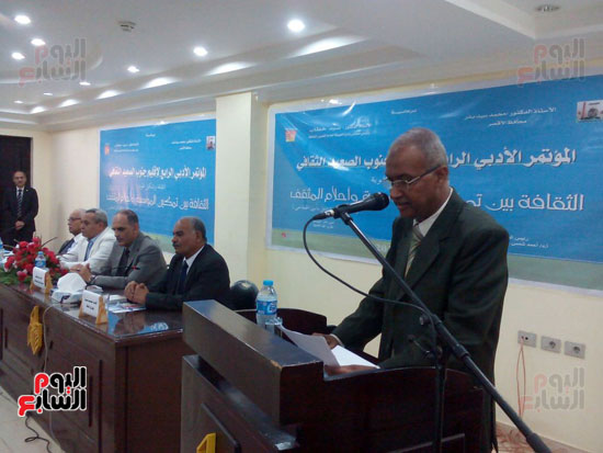 افتتاح المؤتمر الأدبى الرابع لإقليم جنوب الصعيد الثقافى بالأقصر (3)
