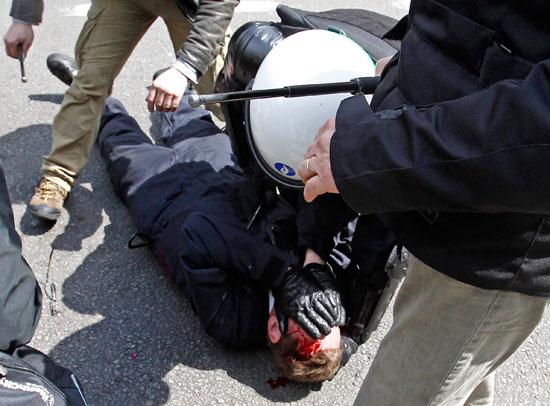 إصابات فى صفوف الشرطة ومتظاهرين فى بلجيكا (7)