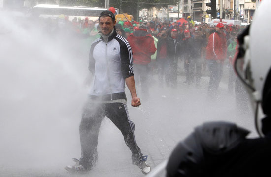إصابات فى صفوف الشرطة ومتظاهرين فى بلجيكا (8)