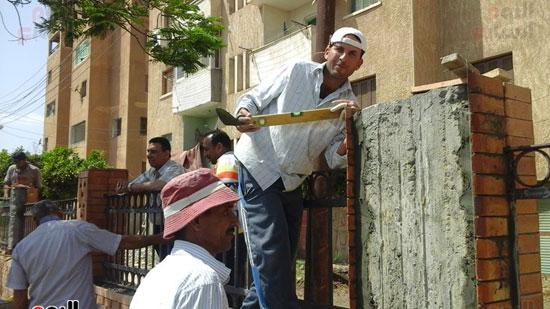 رئيس-مركز-ومدينة-فوه-بكفر-الشيخ-يتفقد-أعمال-إنشاء-كورنيش-النيل-(2)