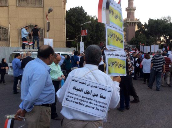 لافتات ممنوع دخول الإخوان تتصدر مسيرة لتأبين ضحايا الطائرة (1)