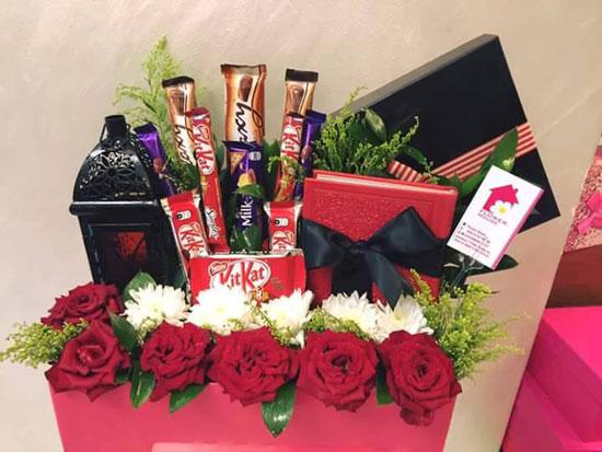 محل للورود يبدع فى تغليف الورود بالشيكولاتة (2)