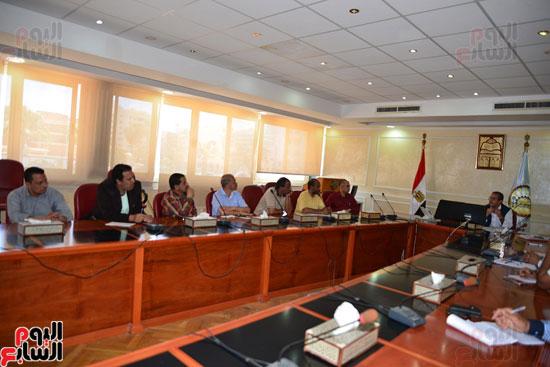 لجنة مكافحة الفساد بمطروح تنظم دورة تدريبية للعاملين بالمحافظة   (1)