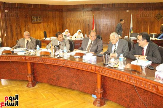 مجلس جامعة طنطا يكرم الحاصلين على جوائز الدولة العلمية (3)