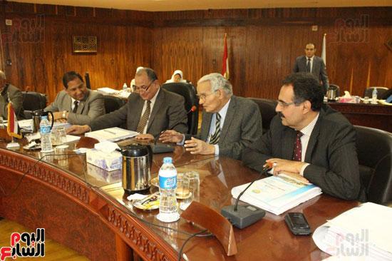 مجلس جامعة طنطا يكرم الحاصلين على جوائز الدولة العلمية (5)