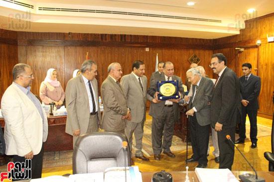مجلس جامعة طنطا يكرم الحاصلين على جوائز الدولة العلمية (6)
