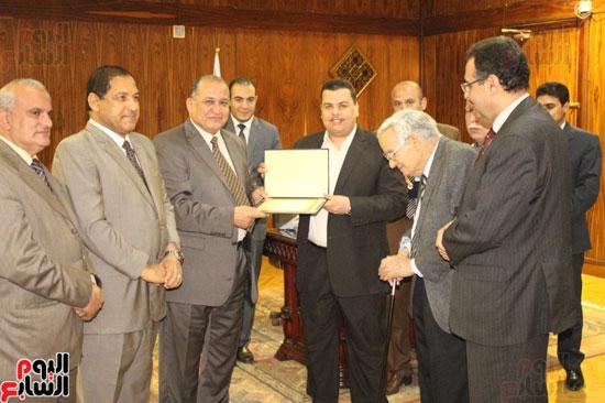 مجلس جامعة طنطا يكرم الحاصلين على جوائز الدولة العلمية (8)