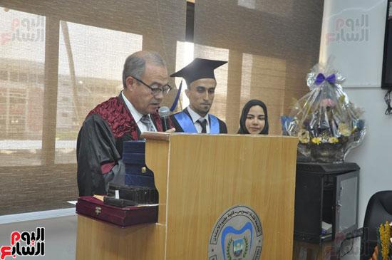 حفل خريجي كلية طب الأسنان بجامعة قناة السويس (3)